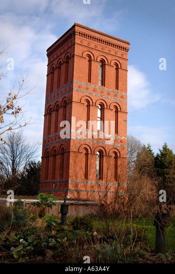 A CONVERTED VICTORIAN WATER TOWER NEAR TEWKESBURY GLOUCESTERSHIRE UK JAN 2007 - Stock-Bilder