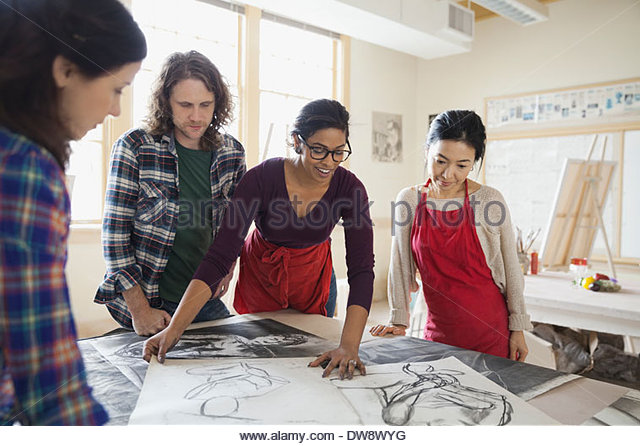 Students examining charcoal drawings in art class - Stock-Bilder