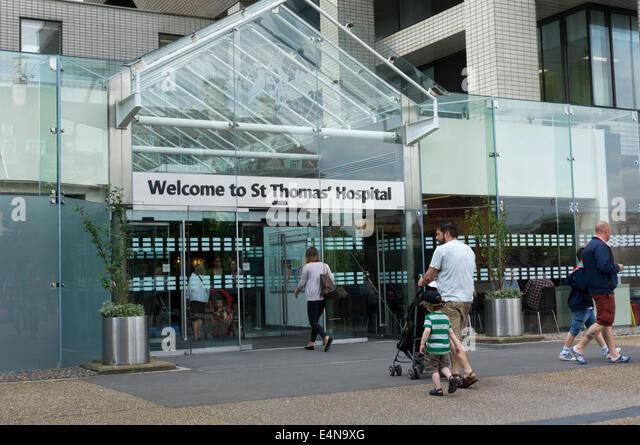 Entrance to St Thomas' Hospital at Waterloo, London. - Stock Image
