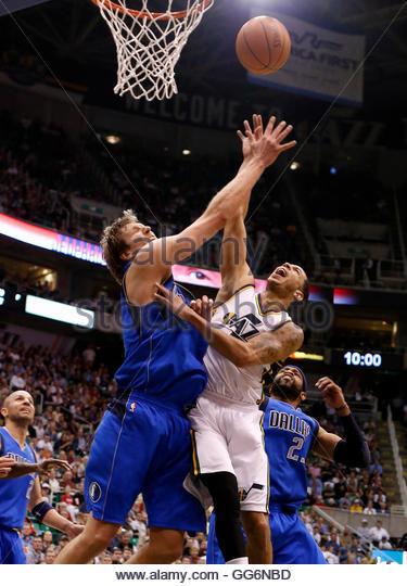 Utah Jazz guard Devin Harris (5) attempts a shot while defended by Dallas Mavericks forward Dirk Nowitzki (41) and - Stock Image
