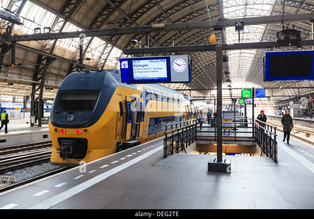 Intercity train in a platform at Central Station, Amsterdam, Netherlands, Europe - Stock-Bilder