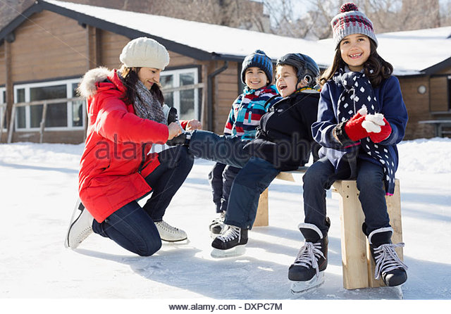 Family getting ready for ice-skating - Stock Image