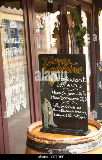 chalk board caves madeleine rue fg madeleine beaune cote de beaune burgundy france - Stock Image