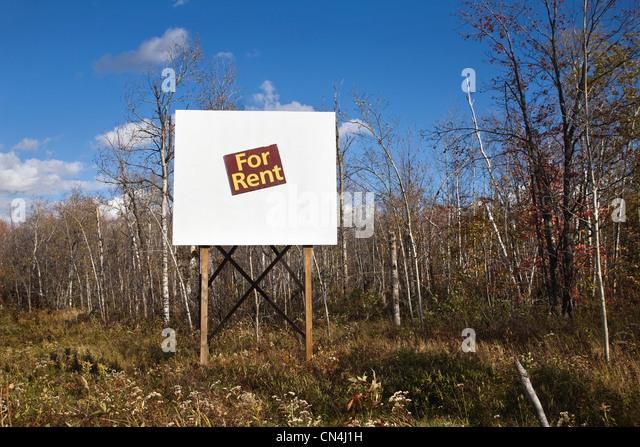 For rent sign in wilderness - Stock-Bilder