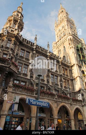 city hall at the Marienplatz in Munich - Stock-Bilder