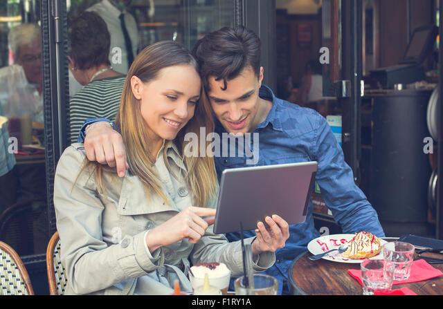 Paris, couple with a digital tablet - Stock-Bilder