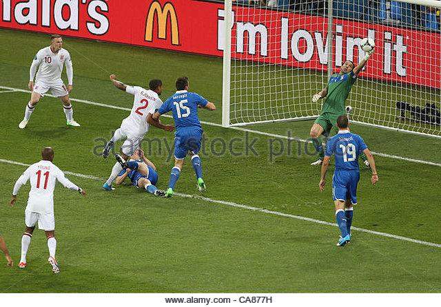 24/06/2012 Kiev. Euro 2012 Football. England v Italy. Italian goalkeeper Gianluigi Buffon saves a shot from Glen - Stock-Bilder