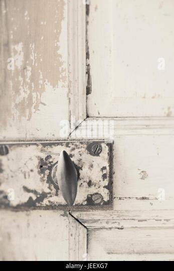 Old door in close up. Rustic vintage doorknob on weathered wooden entrance. - Stock-Bilder
