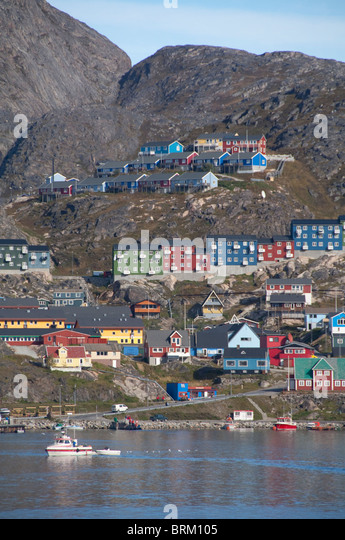 Greenland, Qaqortoq. South Greenland's largest town with almost 3,000 inhabitants. Coastal view of port area - Stock-Bilder