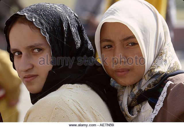Egypt Cairo Egyptian Museum female Muslim students heads covered - Stock Image