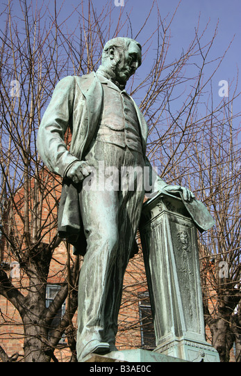City of Derby, England. Sculpted by Sir Joseph Boehm, the Michael Thomas Bass statue in Derby?s Museum Square. - Stock-Bilder