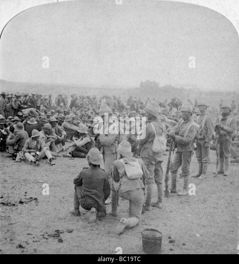 The overpowered Boer prisoners resting on the road from Paardeberg to Modder River, 1900. - Stock Image