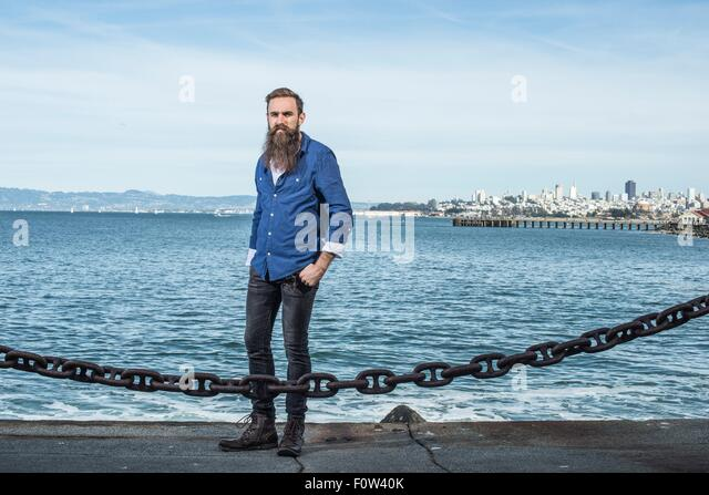 Man with beard standing at Port Point, San Francisco, California, USA - Stock-Bilder