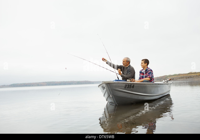 A day out at Ashokan lake. A man and a teenage boy fishing from a boat. - Stock-Bilder