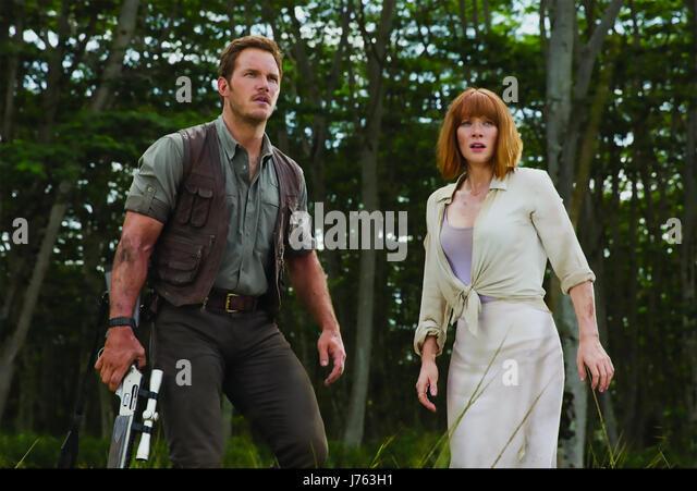 JURASSIC WORLD 2015 Universal Pictures film with Bryce Dallas Howard and Chris Pratt - Stock-Bilder