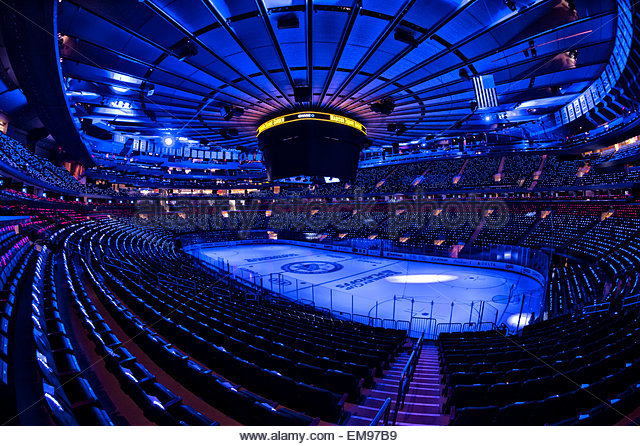 Manhattan, New York, USA. 16th Apr, 2015. A general view of an empty Madison Square Garden with LED lights on the - Stock-Bilder