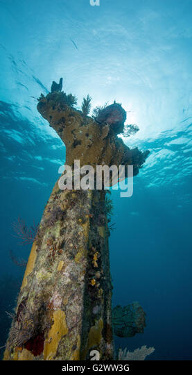 Back view of the Statue of Christ of the Abyss, reach towards the heavens from an underwater perch. - Stock-Bilder