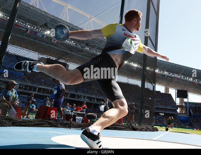 Rio De Janeiro, Brazil. 13th Aug, 2016. Germany's Christoph Harting acts during the men's discus throw final - Stock-Bilder