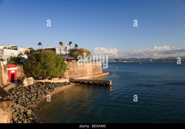 Usa, Caribbean, Puerto Rico, San Juan, Old Town, Paseo Del Morro, La Muralla and Puerta de San Juan - Stock Image