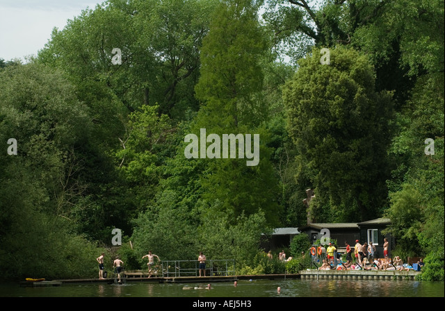 Swimming pool children crowd stock photos swimming pool children crowd stock images alamy for Hampstead heath park swimming pool
