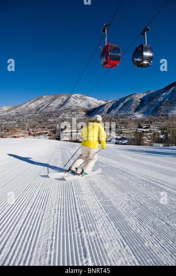 Woman skiing in Aspen, Colorado. - Stock Image