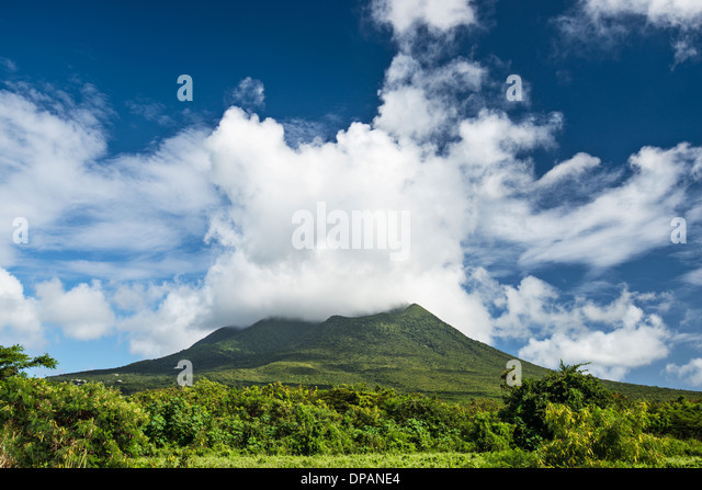 nevis-peak-a-volcano-in-the-caribbean-dp