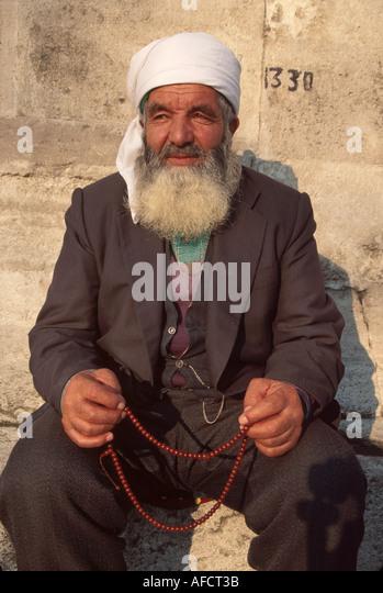 Turkey Istanbul Kurdish Muslim from Central Anatolia outside Sulemaniye Mosque built 1557 fingers tesbeh - Stock Image