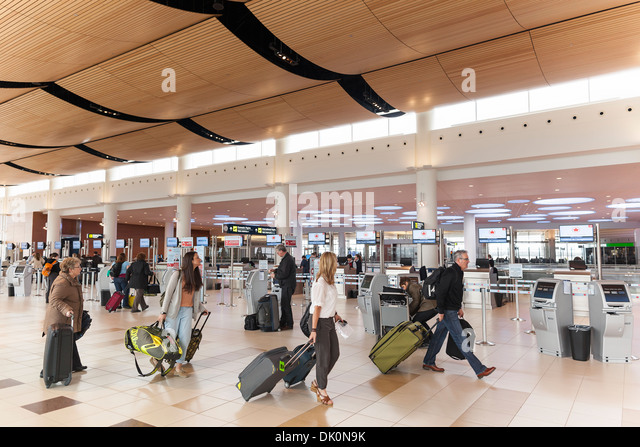 Airport passengers, James Armstrong Richardson International Airport, Winnipeg, Manitoba, Canada - Stock Image