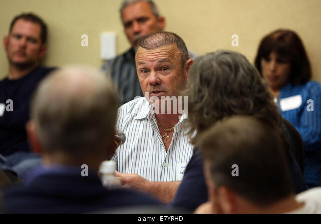 Mar 12, 2010 - West Palm Beach, Florida, U.S. - Acreage resident and investor, SEAN FOSTER speaks to Sen. BILL NELSON - Stock Image