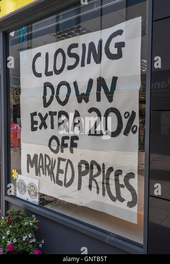 'Closing Down'  shop - as metaphor for concept of recession, economic slow-down, falling sales, job cuts - Stock Image