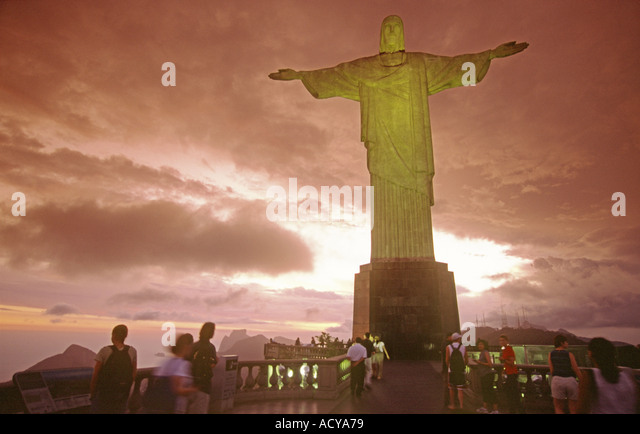 Brasil Rio de Janeiro Corcovado Hill Christ the Redeemer Statue on top 710m on Mount Corcovado sunset people - Stock Image