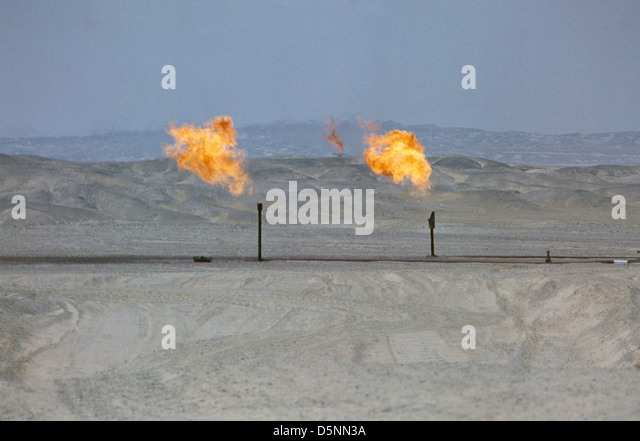 A gas flare near Egypt's Red Sea coastal town of Ras Gharab, a hub for its offshore Red Sea oil industry. - Stock-Bilder