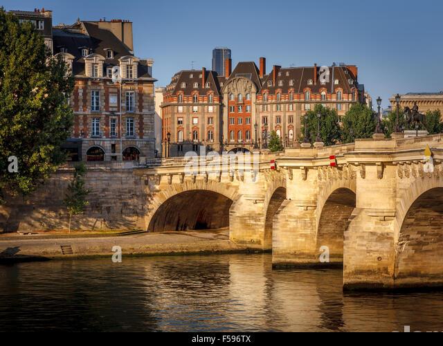 Morning light over the River Seine, Pont Neuf and Ile de la Cité, Paris, France (1st arrondissement, 75001) - Stock Image