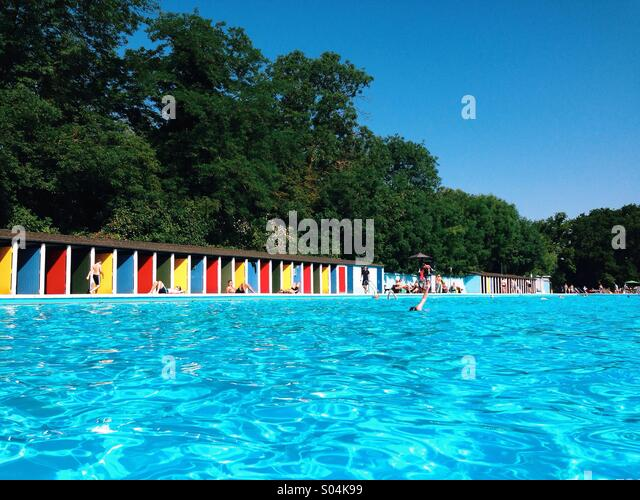 Tooting stock photos tooting stock images alamy for Tooting broadway swimming pool