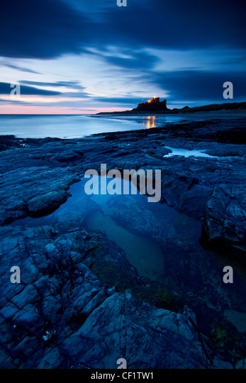 Bamburgh Castle, one of Northumberland's most iconic buildings just before sunrise. - Stock-Bilder