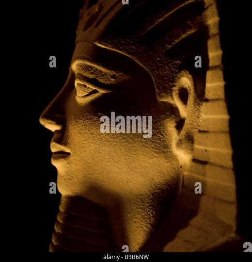 sandstone stateu of tutankhamun - Stock Image