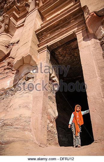 Jordan Middle East Petra Girl between tomb's gate - Stock-Bilder