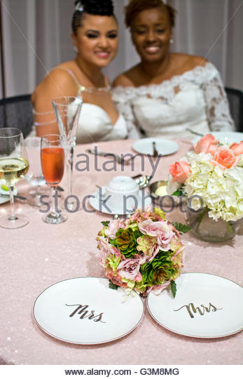 Portrait of bride couple at wedding reception table - Stock Image