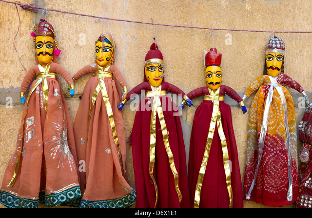 Popular indian souvenirs - traditional puppets dolls from northern Rajasthan, Jaisalmer, India - Stock-Bilder