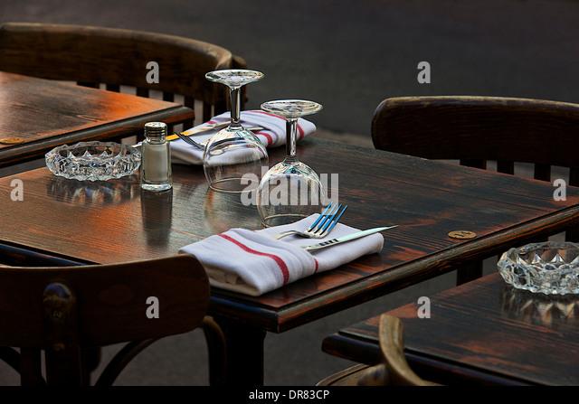 Restaurant table setting marseille france stock photos for Table 99 restaurant