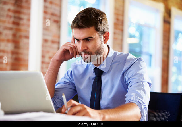 Man Working At Laptop In Contemporary Office - Stock-Bilder