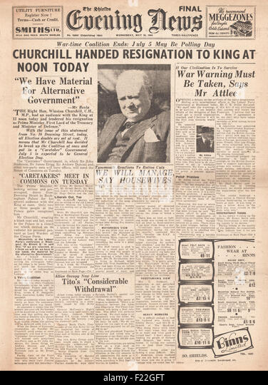 1945 The Shields Evening News front page reporting Churchill and British Government Resign - Stock Image