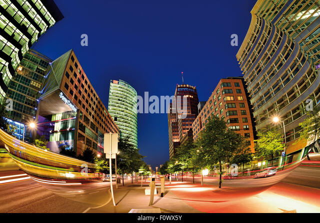 Germany, Berlin: Contemporary architecture at Potsdamer Platz by night - Stock-Bilder