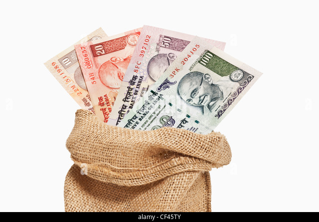 Many diverse Indian rupee bills with the portrait of Mahatma Gandhi are in a jute bag. - Stock-Bilder