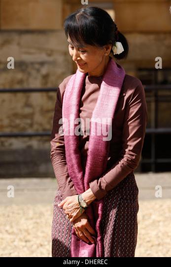 Myanmar democracy icon Aung San Suu Kyi arrives to Oxford University in Oxford, Britain, 19 June 2012. The Myanmar - Stock-Bilder