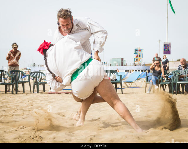 Las Palmas, Gran Canaria, Canary Islands, Spain. 05th Dec, 2015. Lucha Canaria demonstration on Las Canteras beach - Stock Image
