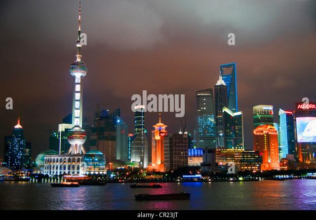 China: Shanghai's Pudong skyline at night - Stock-Bilder
