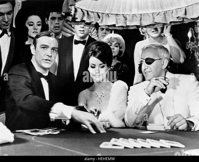 SEAN CONNERY CLAUDINE AUGER & ADOLFO CELI JAMES BOND: THUNDERBALL (1965) - Stock Image