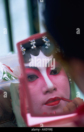 China, Hong Kong, Portrait of Chinese Opera Actress Applying Make-up - Stock-Bilder