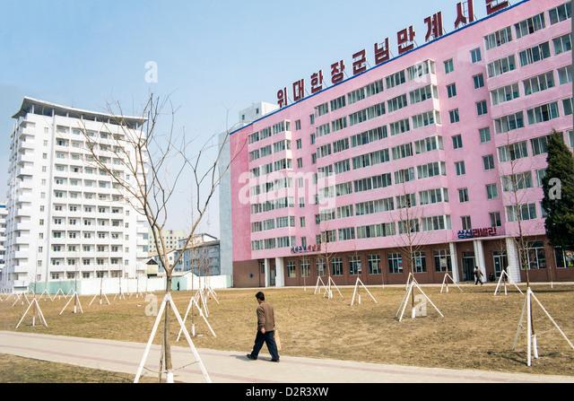 Typical urban street scene in the capital, Pyongyang, Democratic People's Republic of Korea (DPRK), North Korea, - Stock-Bilder